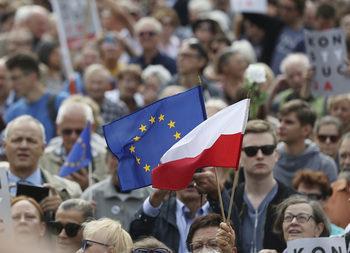 Полша блокира доклад за правата в ЕС, защитавал хомосексуалните, но не и християните и евреите