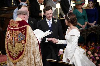 Фотогалерия: Звезди и хвърчащи шапки на кралската сватба във Великобритания