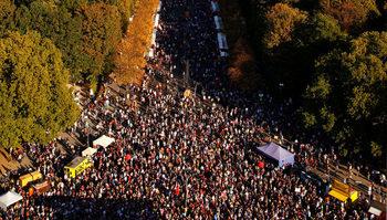 Фотогалерия: Над 240 хил. души протестираха в Берлин срещу расизма