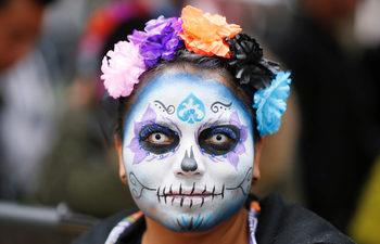 """Фотогалерия: Ла Катрина – парадът на """"елегантната смърт"""" в Мексико"""