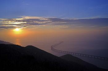 Китай открива най-дългия морски мост в света