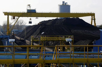 Природозащитници подадоха жалба срещу разширяването на въглищна електроцентрала в Полша