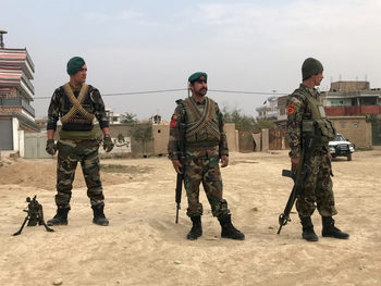Военен хеликоптер се разби в Афганистан, 25 души загинаха