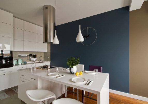 Малък апартамент изпълнен със светлина и интересни декоративни решения