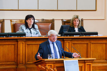Осем часа бяха нужни на депутатите да одобрят бюджета на касата и да пренаредят здравния сектор