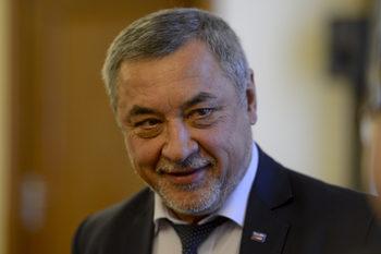 """От """"сделка с ДПС"""" до """"закъсняла"""" – реакции за оставката на Симеонов"""