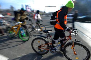 """Полицията проверява пешеходци и велосипедисти в акция """"Зима"""""""