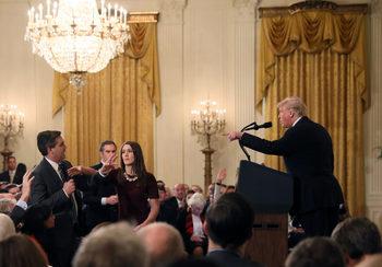 След спор с Тръмп Белият дом отне акредитацията на журналист от Си Ен Ен