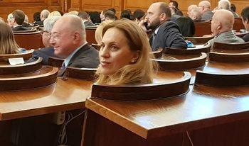 Дебатът за смяната на Симеонов минава в процедури по воденето и в отсъствието на Борисов