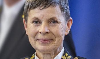 За пръв път жена стана главнокомандващ на словенската армия
