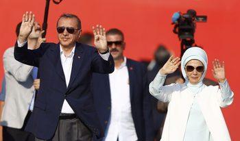"""Австрия ядоса Турция със забрана на знаци, използвани от Ердоган и """"Сивите вълци"""""""
