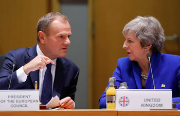 ЕС е склонен да подаде ръка на Мей, ако тя загуби вота за Брекзит в парламента