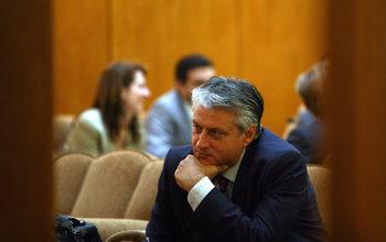 Парламентарна комисия изслушва кандидатите за контролиращия орган по подслушванията, докато се провежда международна кръгла маса по темата