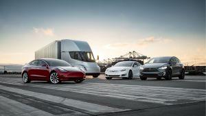 Tesla може да транспортира своите електромобили с помощта на Tesla Semi