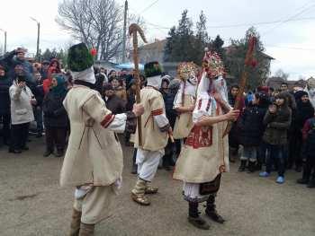 """В село Гиген празнуват Ивановден утре, """"мечкарите"""" ще гонят злите сили"""