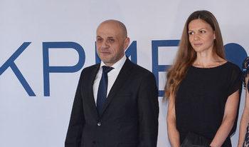 """Съпругата на Томислав Дончев иска """"твърда ръка"""", за да не се превърнем в """"циганска държава"""""""