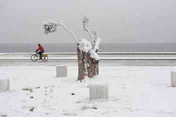 """Фотогалерия: Сняг, студ и красота – циклонът """"София"""" над Гърция"""
