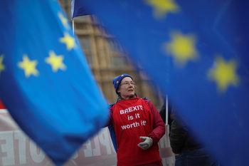 Още бъркотия – британците може да се окажат принудени да гласуват за евродепутати