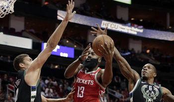 Хардън влезе в историята на НБА с 43 точки и трипъл-дабъл за 30 минути