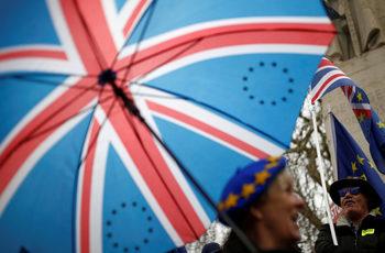 Летища, митници, търговия: как Европа се готви за хаотичен Брекзит