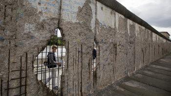 Защо източногерманците вярват по-малко в демокрацията