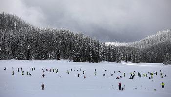 """Фотогалерия: """"Широка поляна"""", големият сняг и световното по риболов на лед"""