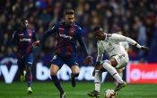 Две дузпи измъкнаха Реал от ада срещу Леванте