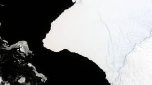 Айсберг два пъти по-голям от Ню Йорк ще се отчупи скоро в океана