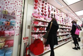 """""""Подари бонбони на колегите"""" – традиция за Свети Валентин все повече ядосва японките"""