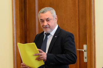 Гебрев измести руските доставчици на боеприпаси и е нормално да бъде мишена, обяви Симеонов