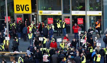 Общественият транспорт в Берлин спира заради стачка на 14 хил. служители