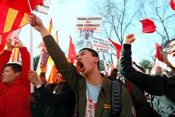 Китайци в Мадрид протестираха срещу блокирането на банковите им сметки
