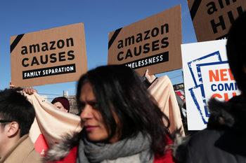 """""""Амазон"""" се отказа от централата в Ню Йорк след протести на местните хора"""