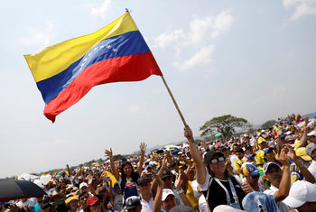 Венецуелски военни стреляха по жители край границата с Бразилия, има жертви и ранени