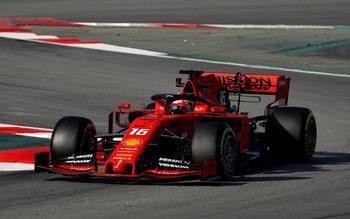 """Дебютантът на """"Ферари"""" Льоклер записа рекордна обиколка в тестовете от Формула 1"""