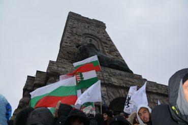 Над 200 човека останаха изоставени в подножието на Шипка навръх 3 март