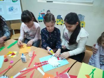 Картички и пролетна украса изработиха малчугани в Центъра за работа с деца