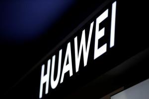Пекин застава официално зад Huawei