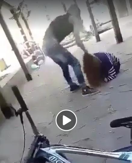 Брутална агресия: Пребиха жестоко ученичка в центъра на Габрово! (Видео+18)