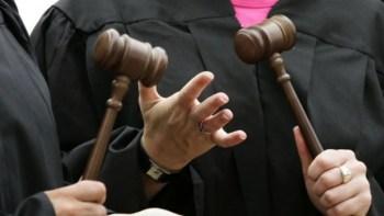 Четиримата, изнудвали непълнолетни в Плевен, остават в ареста