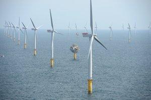 Морските вятърни инсталации на Великобритания ще произвеждат една трета от енергията на Острова