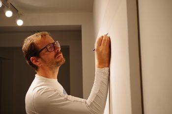 Иван Мудов – художникът, който рисува точки