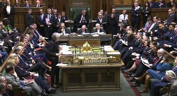 Защо британските депутати тичат из парламента, за да гласуват