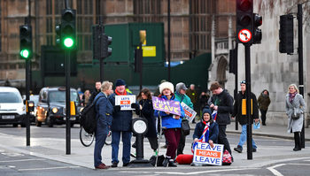 Великобритания се подготвя за евроизбори, които не е предвидила