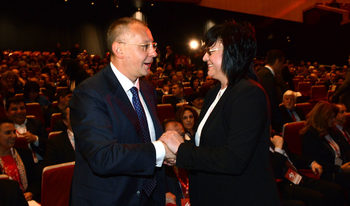 Нинова е против Станишев да съчетава няколко поста в Европа и го призова да губи достойно