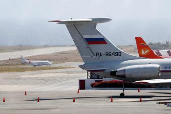 Руски самолети с военни и техника кацнаха във Венецуела