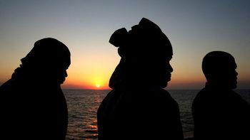 Мигранти отвлякоха търговски кораб в Средиземно море
