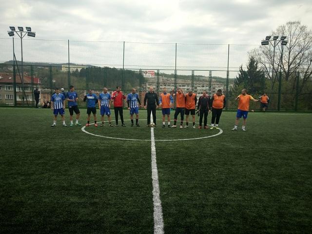 Убедителни победи за лидерите на Неделната по футбол