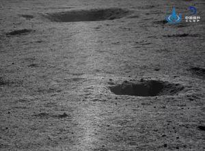 Китайският лунен роувър Юйту-2 изпрати нови снимки на обратната страна на Луната