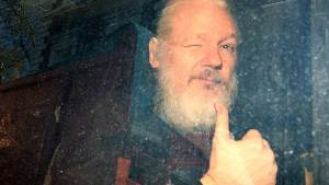 Хакерската група Anonymous ще отмъщава на Великобритания за ареста на Асанж